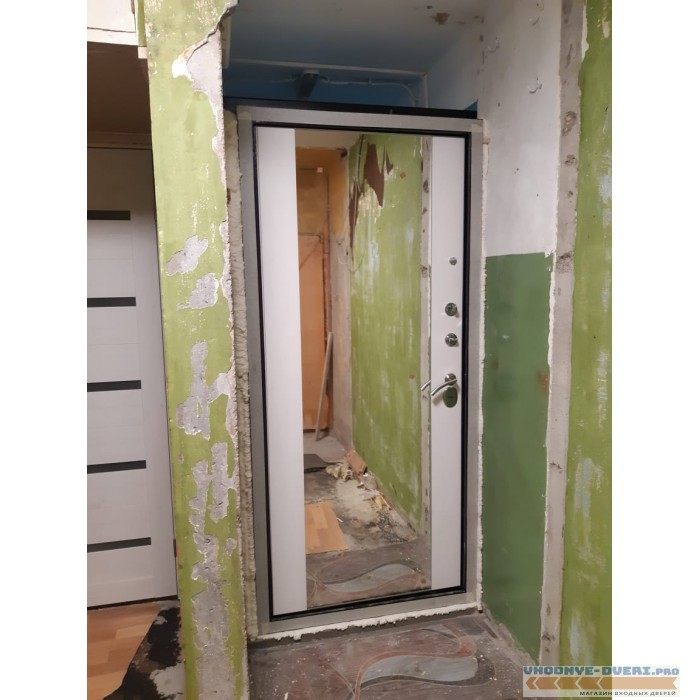 Входная дверь Лабиринт CLASSIC антик медный с Зеркалом Максимум - Белый софт